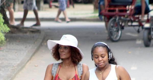 Isabel Fillardis passeia com os filhos no Rio de Janeiro - Fotos - R7 ...