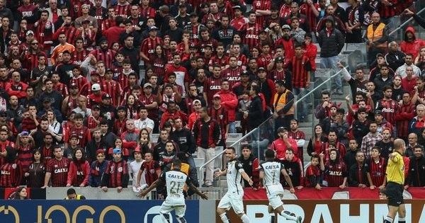 Corinthians goleia o Atlético-PR no Sul e põe a mão na taça ...