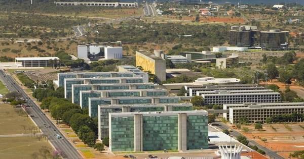 Ministério da Educação perde mais de R$ 4 bilhões em corte de ...