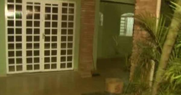 Mosquitos rondam casa e polícia encontra corpo em decomposição ...