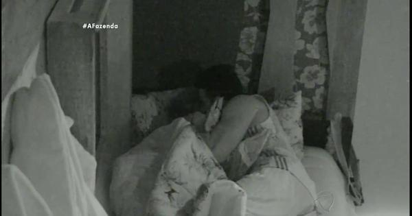 JP e Li se beijam sob o edredom - Fotos - R7 A Fazenda 8
