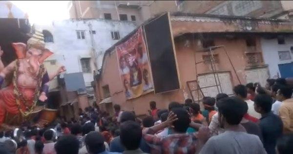Estátua de 9 metros cai em cima de multidão durante celebração na ...