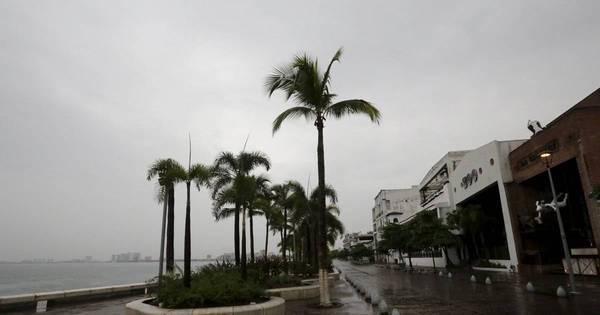 Furacão Patrícia é rebaixado para tempestade tropical no México ...