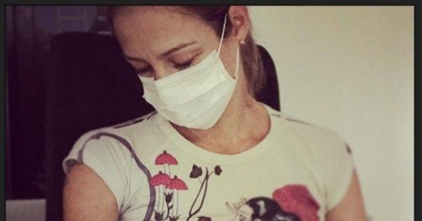 Luana Piovani amamenta filho com máscara cirúrgica e ganha ...
