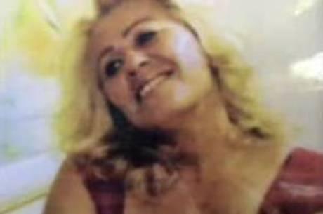 Cabeleireira é encontrada morta e nua na cama de sua casa