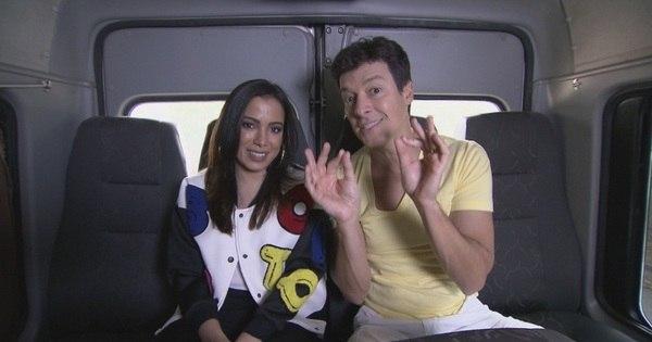 """Anitta ganha homenagem de fãs mirins no Hora do Faro e diz: """"Sou ..."""