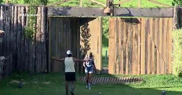 Ops! Ticiane Pinheiro visita A Fazenda e quebra cerca da casa ...