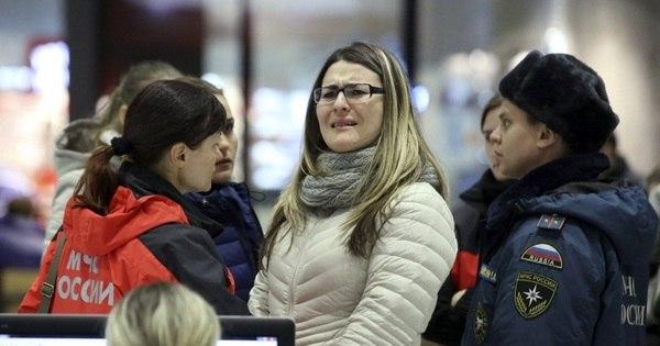 Lágrimas e incerteza: parentes e amigos de tripulantes do voo russo ...