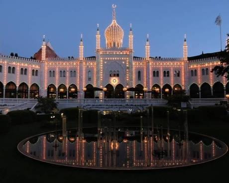 Conheça o Tivoli Gardens, parque dinamarquês que inspirou Walt Disney