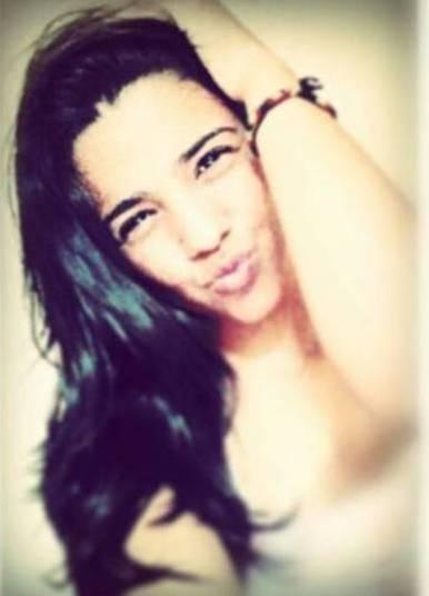 Um rapaz de 28 anos é suspeito de matar a namorada, de 17, enquanto ela dormia no Campo Limpo, zona sul da capital paulista. Giovana Marangão Vieira e André Soares Silva moravam em Minas Gerais e estavam em São Paulo a passeio. A motivação do assassinato seria uma suposta traição em agosto de 2015