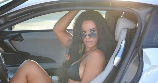 Sue Lasmar esbanja sensualidade em campanha de carros de luxo ...
