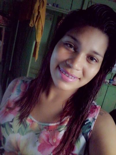 Uma mulher de 18 anos foi encontrada boiando em um rio de Manaus (MA) dias após desaparecer. A vítima teve cabeça, braços e pernas arrancados. Segundo a família, a jovem recebia ameaças de uma ex-amiga