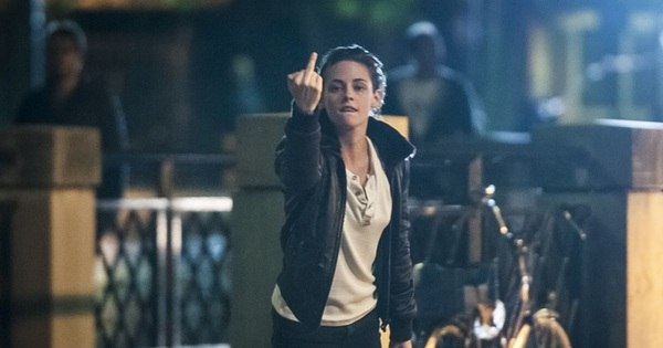 Kristen Stweart perde a paciência e faz gesto obsceno para ...
