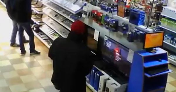 Gamer pervertido molesta PS4 no meio de loja - Entretenimento ...