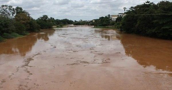Lama de barragem deixa 800 mil sem água em Minas e no ES ...