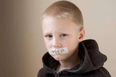 Campanha #PrimeiroAssedio expõe de tabu de violência sexual contra meninos