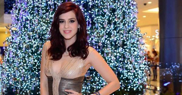 Sophia Abrahão brilha mais que árvore de Natal em evento - Fotos ...