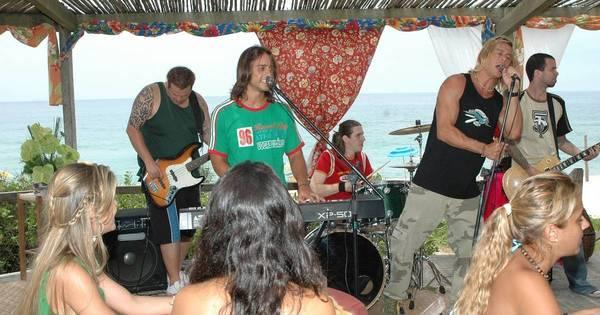 Banda de Gábi estreia em quiosque na praia; veja imagens da ...