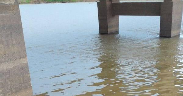 Tragédia: carro com cinco pessoas da mesma família cai em rio e ...