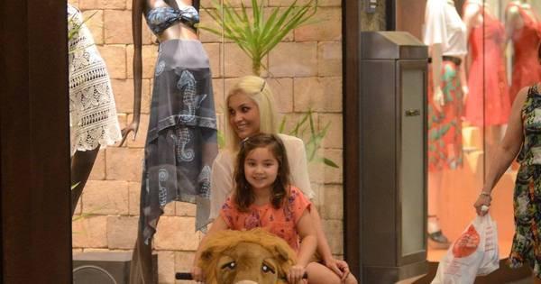 Mãezona! Flávia Alessandra brinca com filha mais nova em ...