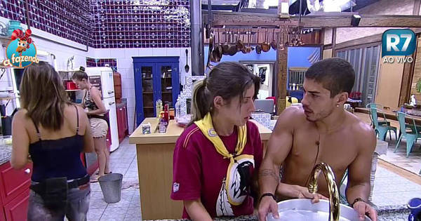 Ana Paula e Douglas discutem por sujeira na casa e Rayanne ...