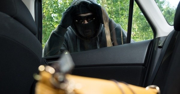 Bolsa já é mais roubada nos carros que o estepe - Notícias - R7 ...