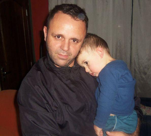 O vigilante suspeito de matar o<br /> próprio filho de dois anos em Rio Branco do Sul, na região metropolitana de<br /> Curitiba (PR), por medo de perder o emprego, havia relatado à mulher que tinha<br /> vontade de matar toda a família. O suspeito também pesquisou formas fáceis de<br /> cometer suicídio