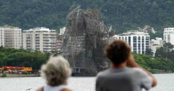 Ventania derruba parte da árvore de Natal da Lagoa e inauguração ...