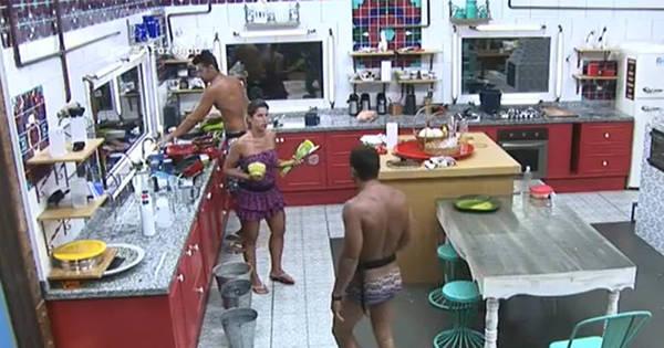 Ana Paula dá chamada em Douglas por sujeira na cozinha - Fotos ...