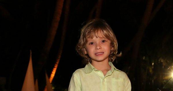 Adriane Galisteu leva o filho Vittorio à festa da grife Água de Coco ...
