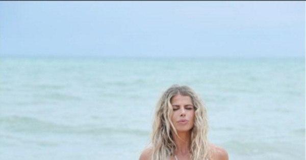 Karina Bacchi mostra corpo escultural na Bahia e seguidor não ...