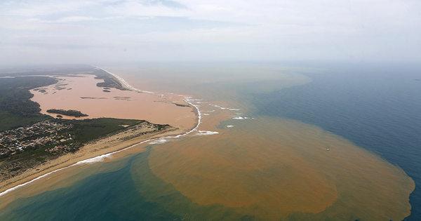 Rompimento de barragem deixa 35 cidades mineiras em situação ...