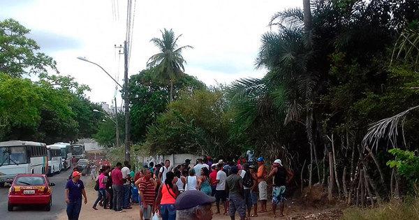 Movimento sem-teto ocupa terreno na Estrada Velha do Aeroporto ...
