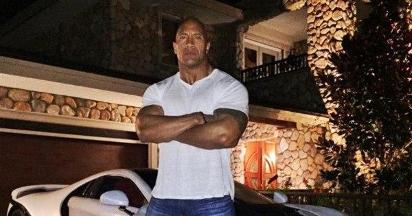 Ator 'monstrão' de Hollywood sofre por não caber dentro de LaFerrari