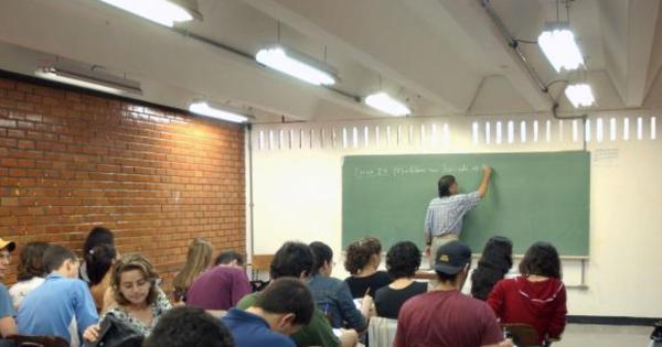 Em consulta recorde, população é contra Escola Sem Partido ...