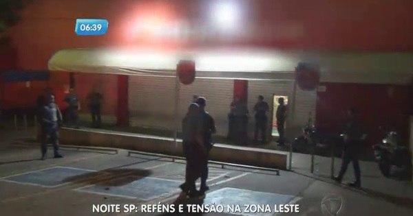 Suspeitos fazem funcionários de mercado reféns durante assalto na ...