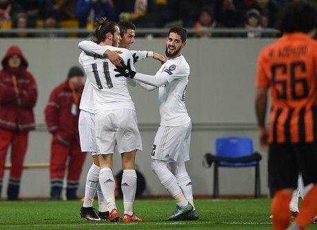 Real Madrid leva susto e PSG<br />goleia na Liga dos Campeões
