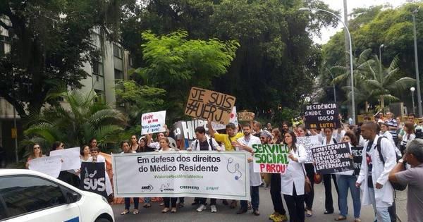 Manifestação de residentes de hospital da Uerj no Palácio ...