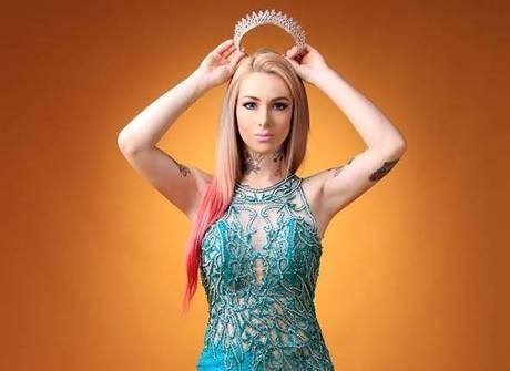 Estilista cria figurino de miss para Barbie humana brasileira