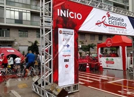 Chuva cancela passeio ciclístico que alertaria jovens sobre o HIV