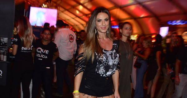 Nicole Bahls abusa do microshort em festival sertanejo - Fotos - R7 ...