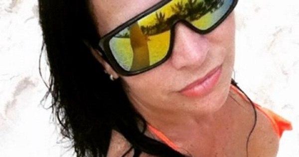 "Vida difícil! Solange Gomes passa ""perrengue"" na praia ..."