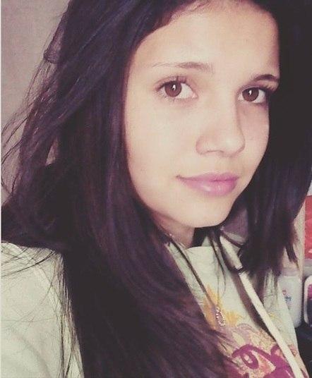 Uma adolescente de 16 anos foi morta com 80 facadas depois de revelar ao ex-namorado que estava grávida em Rio do Sul, região do Vale do Itajaí (SC). O suspeito confessou o crime e afirmou tê-lo cometido para que a atual namorada não descobrisse a gravidez da rival