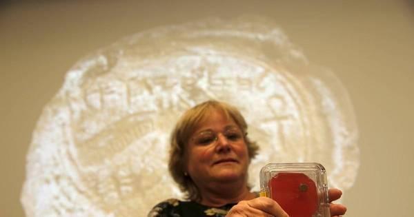 Marca rara de selo do rei bíblico Ezequias é encontrada em ...