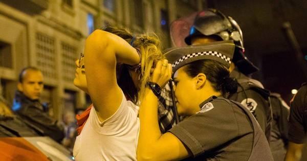 Protesto contra fechamento de escolas termina em violência policial ...