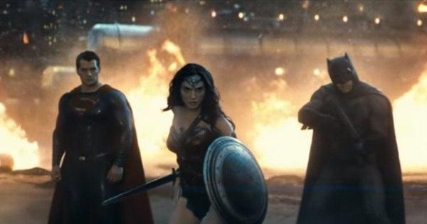 Mulher Maravilha salva Batman e Superman em trailer que revela ...
