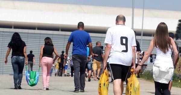 Campeão solidário: Corinthians arrecada 20 mil litros de água para ...