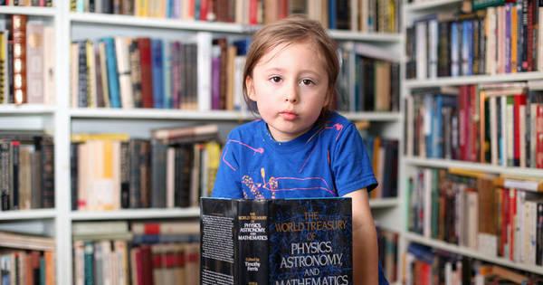 Menina de cinco anos fala sete línguas, resolve equações ...