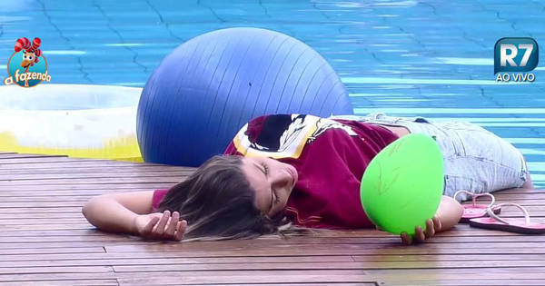 Sonhando com a vitória? Ana Paula sorri sozinha na beira da ...