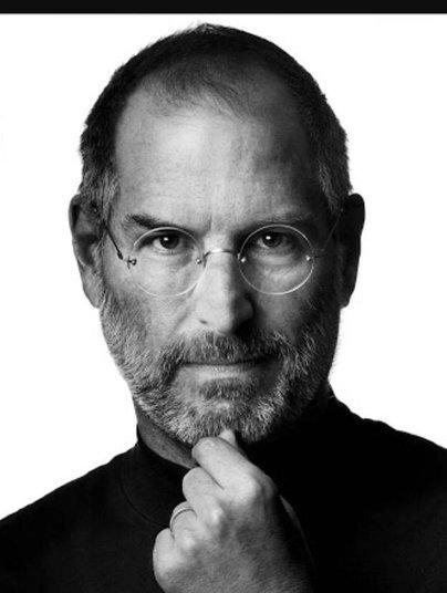 O momento auge foi quando ela lamentou a morte de Steve Jobs, fundador da Apple.—Gracy Kelly a mulher maca se sentiu tocada com a morte de Esteve Jobs. Ela acredita que boa parte de seu sucesso nacional e principalmente internacional tem haver com o simbolo da apple que vem a ser uma maca. No ano em que comecou a aparecer na midia como a mulher maca por coincidencia foi o mesmo da ascencao da empresa americana. Mesmo nunca tendo conhecido esse genio inventor de grandes modernidades ela se sente profundamente agradecida pelo maca vir a ser o simbolo da empresa que vem a ser seu apelido desde adolescente. Ela promete fazer uma nova tatuagem com o simbolo da apple para eternizar o seu agradecimento